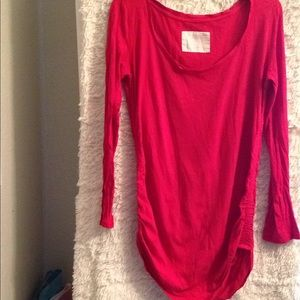 M red long sleeved top